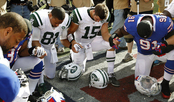 Tim-Tebow-Jets-Bills-Praying